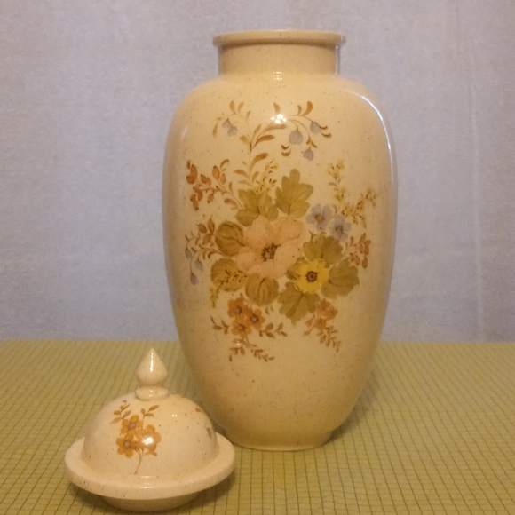 Cream Speckled Floral Vase with Lid